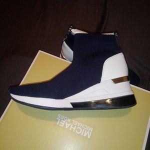 Michael Kors Shoes - Michael Kors Skylar Bootie